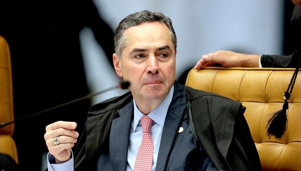 Barroso manda travestis cumprirem pena em prisão feminina