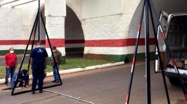 Dispositivo para desinfecção de veículos deve entrar em funcionamento nesta sexta-feira (15) em Flórida Paulista (Foto: Folha Regional).