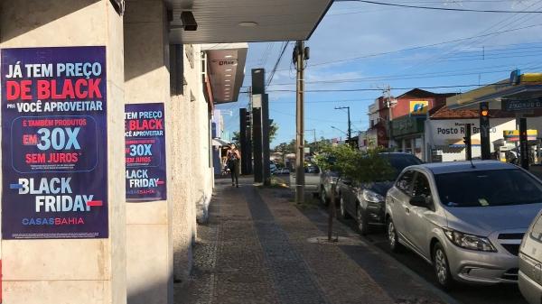 Comércio de Adamantina opera com horário especial nesta sexta-feira (27) e sábado (28), em razão da temporada promocional Black Friday (Foto: Siga Mais).