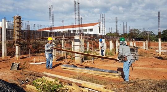 Obras foram retomadas no campus 2, para construção de novo bloco que abrigará a estrutura do curso de medicina e terá ambientes voltados aos demais cursos da área de saúde (Foto: Claudinei Pelae Jorge).