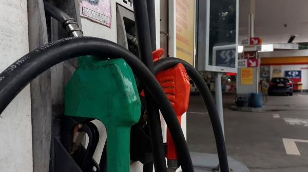 Preço final aos motoristas dependerá de cada posto de combustíveis, que tem suas próprias margens de lucro, além do pagamento de impostos e custos com mão de obra (Fernando Frazão/Agência Brasil).