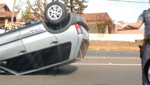 Novo acidente é registrado na Avenida Moysés Justino da Silva, altura da rotatória do Bela Vista.
