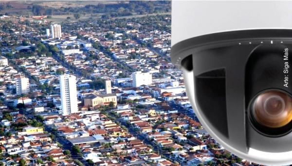 Adamantina ganha sistema de monitoramento, com 74 câmeras em 39 pontos da cidade. Instalação já foi iniciada.