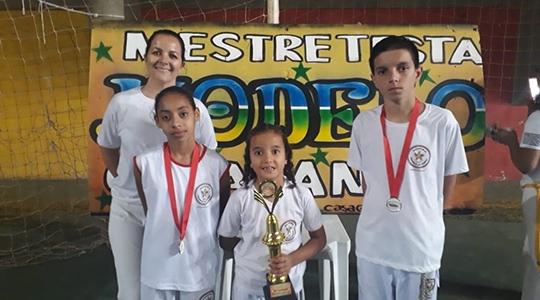 Grupo de Capoeira Estrela da Barra representou Adamantina na 2° Copa Modelo Cidadania de Bastos (Foto: Cedida).
