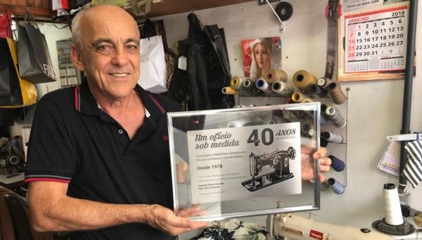 Daniel Perez Guerrero, o Daniel Alfaiate: 40 anos de profissão (Foto: Maikon Moraes).