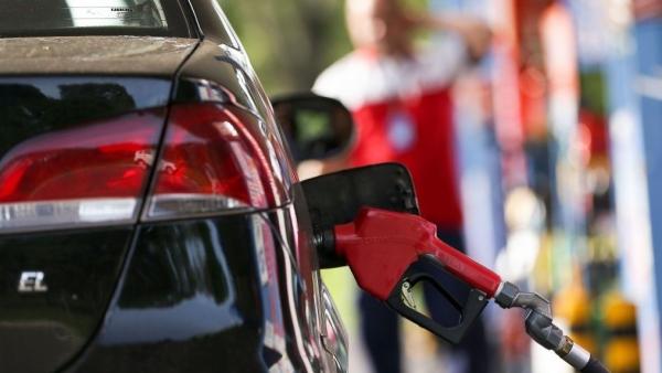 Segundo a Petrobras, reajustes acompanham variações do valor dos combustíveis e do dólar no mercado internacional (Marcelo Camargo/Agência Brasil).