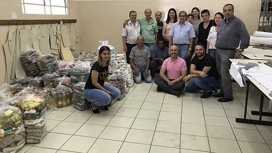 Novo lote de alimentos arrecadados na venda de ingresso e passaportes solidários para o Adamantina Rodeo Festival foi entregue nesta segunda-feira (1) a entidades assistenciais de Adamantina (Fotos: Siga Comunicação).