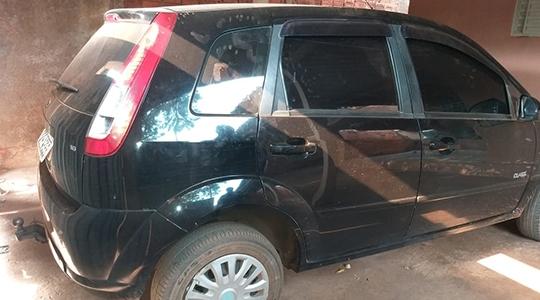 Carro usado na fuga, dirigido por um terceiro, que foi autuado como coautor do feminicídio (Cedida/Polícia Civil).