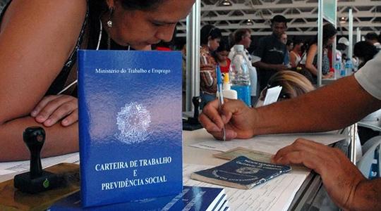 As micro e pequenas empresas criaram 41,5 mil empregos com carteira assinada no mês de julho, diz levantamento do Sebrae (Foto: Marcello Casal jr/Agência Brasil).