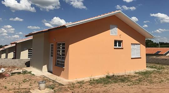 Em Adamantina são 99 casas populares em construção, e não há anúncio para início de novas obras pelo governo estadual, na cidade (Foto: Siga Mais).