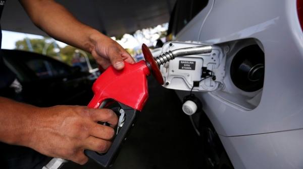 Gasolina e diesel estão mais caros a partir desta quarta-feira (27) nas refinarias, e preço deve impactar no valor final de venda ao consumidor (Foto:  Marcelo Camargo/Agência Brasil).