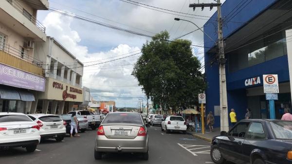 Em Adamantina, horário limite para funcionamento de estabelecimentos comerciais e igrejas, a partir de segunda-feira (14) é até às 19h (Foto: Siga Mais).