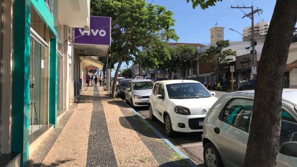 Lei municipal que em fevereiro autorizou abertura do comércio foi revogada (Foto: Siga Mais).