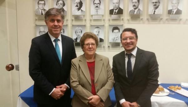 Prefeito Márcio Cardim e o reitor da UniFAI Paulo Sergio da Silva com a presidente do CEE, Bernardete Angelina Gatti (Foto: Da Assessoria)