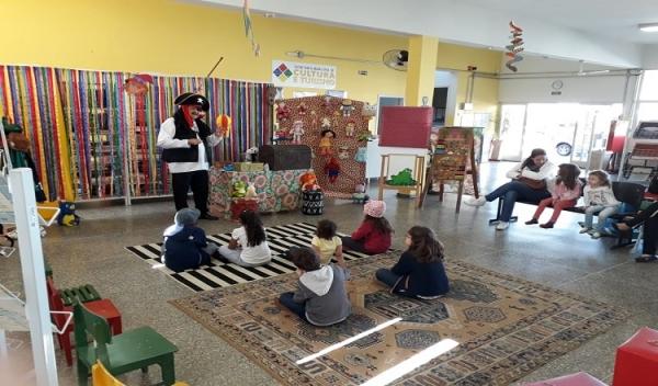 Biblioteca de Adamantina tem programação especial no período de férias, com contação de histórias às segundas, quartas e sextas, às 14h (Divulgação).