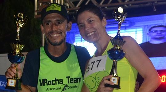 Na Corrida UniFAI 5K, os adamantinenses Marcelo Rocha e Estela Bazzan foram os campeões das categoria gerais masculina e feminina, respectivamente (Foto: Daniel Torres).