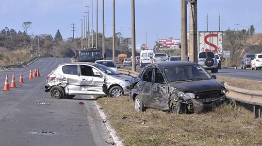 Acidentes no trânsito deixaram mais de 1,6 milhão de brasileiros feridos nos últimos dez anos, e representaram um custo de cerca de R$ 2,9 bilhões para o Sistema Único de Saúde (Arquivo/Agência Brasil).