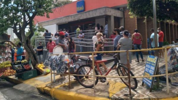 Agência bancária foi multada em Dracena por desorganização em fila e aglomeração (Divulgação/PM de Dracena).