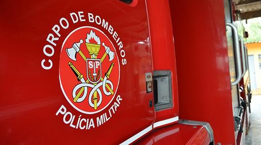 Resgate do corpo foi realizado pela equipe do Corpo de Bombeiros de Adamantina, que trabalhou desde domingo nas buscas (Foto: Arquivo).