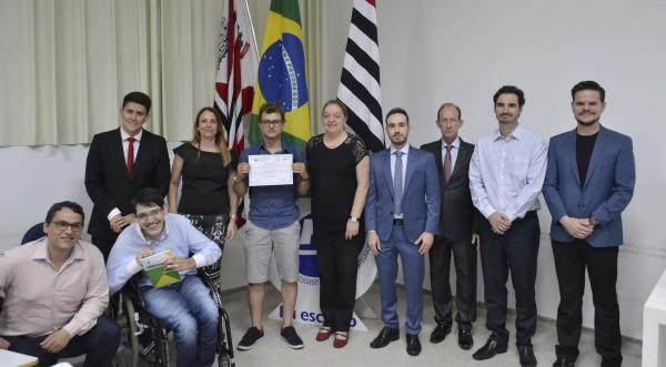 Solenidade revelou o ganhador da 2ª edição do Prêmio Constituição Cidadã, Yohan Karan Facco Dadamo (Foto: Flávio Lorejan)