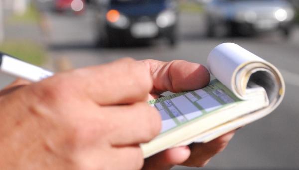 Parcelamento não ficará restrito a apenas uma multa. Ele poderá ser organizado para mais infrações, em parcelas ou no conjunto dos débitos que um motorista tenha em relação ao seu veículo com um departamento de trânsito (Foto: Detran/Fotos Públicas).
