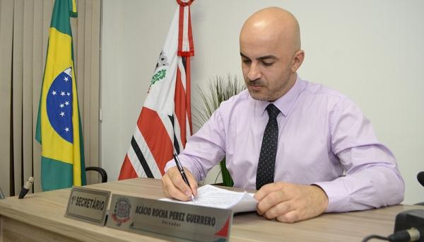 Declarações do vereador Acácio Rocha, realizadas em plenário, durante sessão da Câmara Municipal, são questionadas pela Procuradoria Municipal (Foto: Arquivo/Siga Mais).