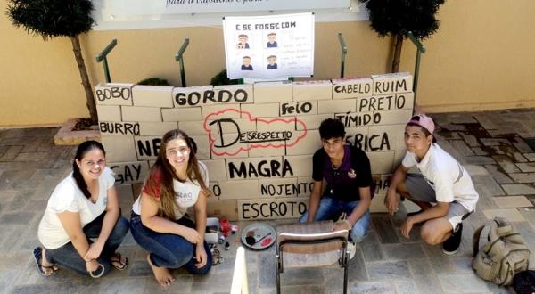 Ações realizadas pelos estudantes da Etec Amim Jundi marcaram o dia mundial de combate ao bullying (Foto: Cedida).