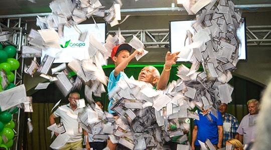 Último sorteio da Campanha Cliente Feliz foi realizado neste sábado. Foram distribuídos cerca de dois milhões de cupons (Foto: Maikon Moraes).
