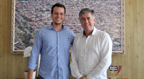 O novo secretário de planejamento, João Vitor Marega, e o prefeito Márcio Cardim (Assessoria de Imprensa).