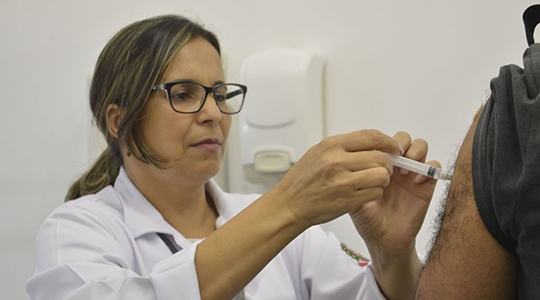 Campanha começa hoje (10) e vai até 31 de maio. Na primeira fase da campanha, de 10 a 18 de abril, objetivo é imunizar crianças com idade entre 1 e 6 anos, grávidas em qualquer período gestacional e puérperas. Depois disso, a vacinação atenderá todo o público-alvo (Foto: Rovena Rosa/Agência Brasil).
