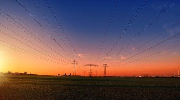 Para a Aneel, mês deverá ser chuvoso nas áreas onde estão localizados os principais reservatórios das hidrelétricas e o custo de geração de energia será menor, sem a necessidade de acionamento das usinas termoelétricas, que custam mais para gerar energia (Pixabay).