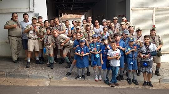 Escoteiros e seniores do 419º Grupo Escoteiro Caburé de Adamantina demonstraram garra e coragem para contribuir com a sociedade e aquecer o inverno de muitas pessoas (Acervo Pessoal).