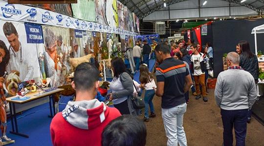 Público visita estande da UniFAI na Expoverde (Foto: Celso Sato)