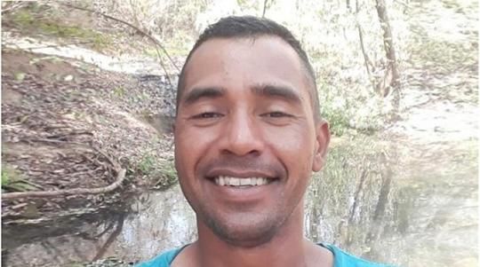 Acusado de matar a ex-companheira com golpe de faca, diante do filho, Jorge Marcelo Barreto, de 32 anos, é procurado pela Polícia (Reprodução).