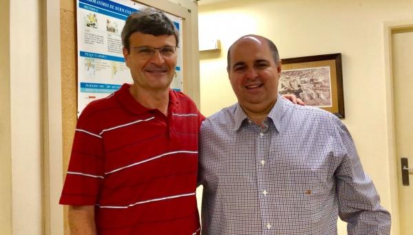 Vice-reitor Prof. Dr. Fabio Botteon ao lado do Prof. Dr. Gil Benard  Crédito (Foto: Acervo Pessoal).