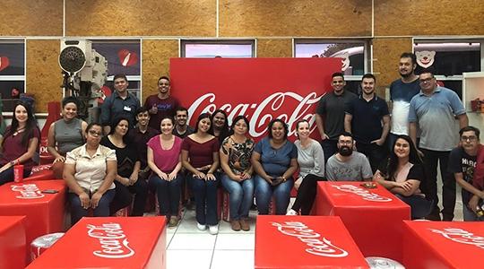 Estudantes da Fatec Adamantina são recebidos na fábrica da Coca-Cola Femsa, em Marília (Divulgação/Fatec Adamantina).