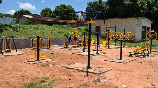 Academias ao ar livre estão sendo instaladas na Vila Freitas, Jardim Brasil e Jardim das Acácias juntamente com Jardim Eldorado  (Assessoria de Imprensa).