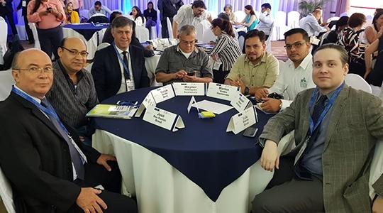 Prefeito Márcio Cardim (DEM) e pró-reitor de Pesquisa e Pós-Graduação do Centro Universitário de Adamantina Prof. Dr. José Aparecido dos Santos estão participando de um evento organizado pela União Europeia (UE) na Guatemala - país da América Central - sobre o Programa Euroclima+ (Fotos: Divulgação/Euroclima).