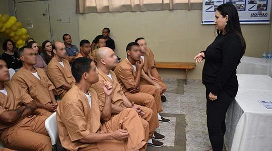 Diversos serviços em saúde, cidadania e palestras foram levados aos detentos da Penitenciária de Pracinha (Fotos: Divulgação/SAP).