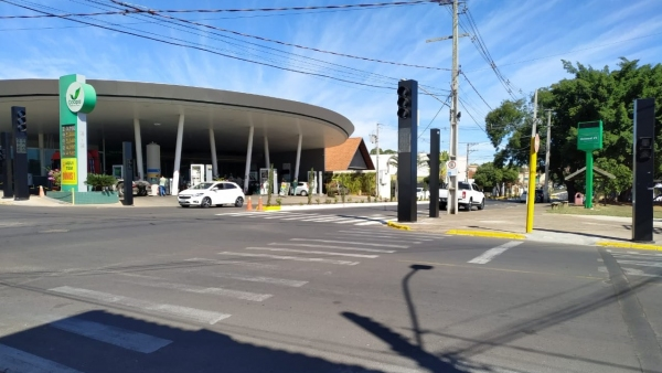 Semáforo instalado no Parque dos Pioneiros entra em funcionamento nesta terça-feira (Divulgação/PMA).