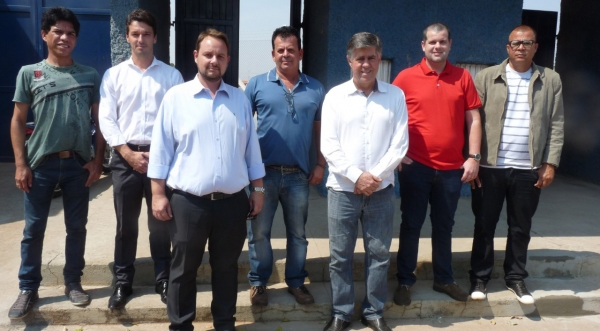 Executivo e Judiciário visitam obras de adequação do Estádio Municipal (Foto: Da Assessoria).