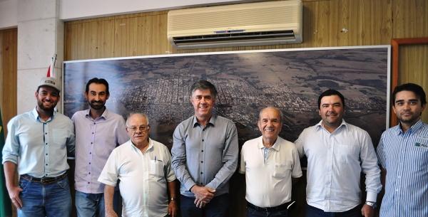 Organizadores da Calvagada do Bem com o prefeito Márcio Cardim, secretários Emerson Baptiston e João Lopes e o presidente da APAE, Diniz Parussolo Martins (Da Assessoria).