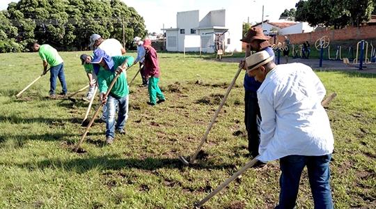 SELAR, SAAMA e Secretaria de Obras deram início aos trabalhos de recuperação do campo do Marroco, espaço situado na vila Joaquina (Da Assessoria).