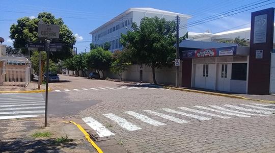 DEMTRAN está retirando os estacionamentos de 45 graus na Alameda Navarro de Andrade e na Rua Arno Kieffer (Da Assessoria).
