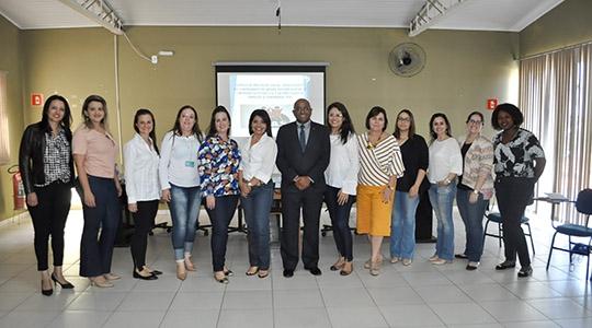 Participantes da capacitação para aprimorar e qualificar os profissionais nos atendimentos a crianças e adolescentes na aplicação de medidas socioeducativas (Da Assessoria).