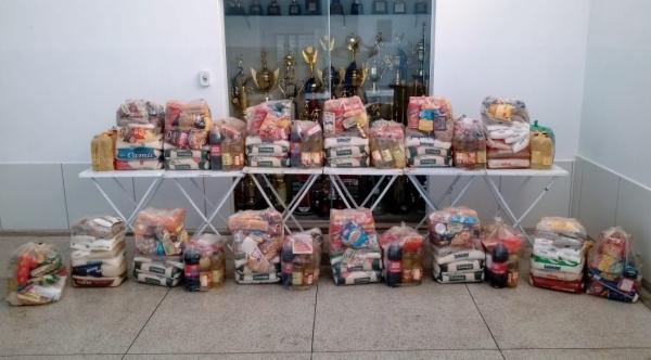 As arrecadações do Jogo Solidário renderam 12 cestas básicas que foram doadas pelos times para famílias necessitadas no último final de semana (Divulgação).