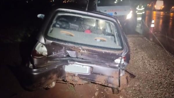 Automóvel VW Gol envolvido no acidente, atingido na traseira (Reprodução/Panorama Notícia).
