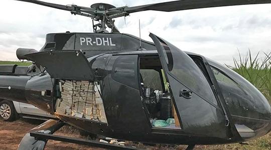 Helicóptero que transportava cocaína é apreendido em canavial em Presidente Prudente (Foto: Divulgação/PF-SP).