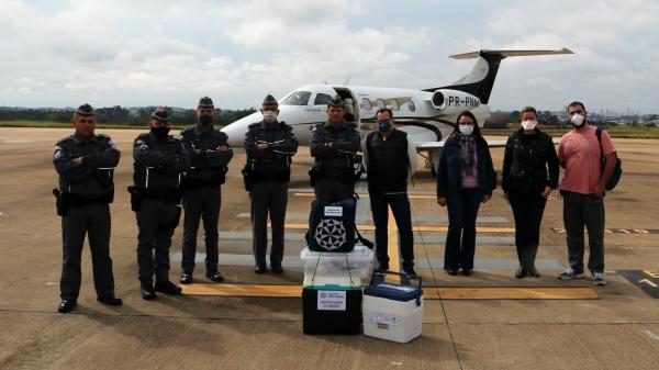 Avião foi usado no transporte dos órgãos (Foto: Fábio Reis).