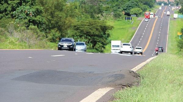 CNT avaliou o pavimento regular e a sinalização boa da SP-294; trecho da rodovia próximo a Dracena (Foto: Lucas Mello/Jornal Regional/Portal Regional).